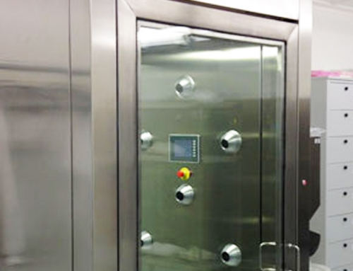 Tailored air showers for controlled contamination environments